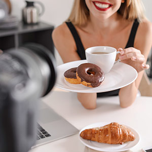 blogger recording food video