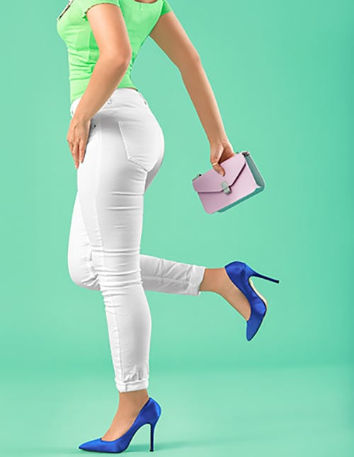 woman making video mistakes with bag and vibrant shoes
